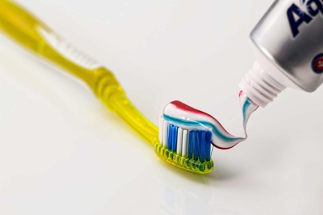 Le macchie di dentifricio: come eliminarle